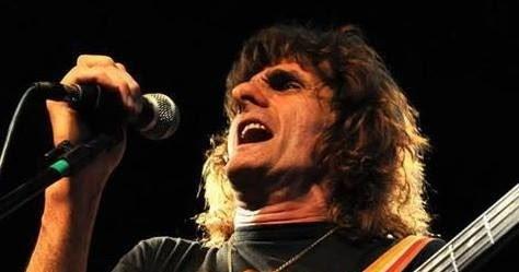 Eduardo Frezza, cantante, bajista y fundador de la banda El Reloj en Va Por Vos